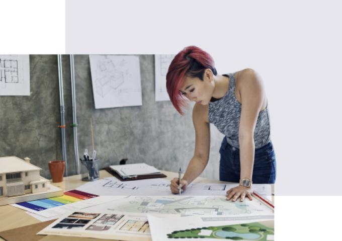 Arkitekt som tegner arkitekttegninger.