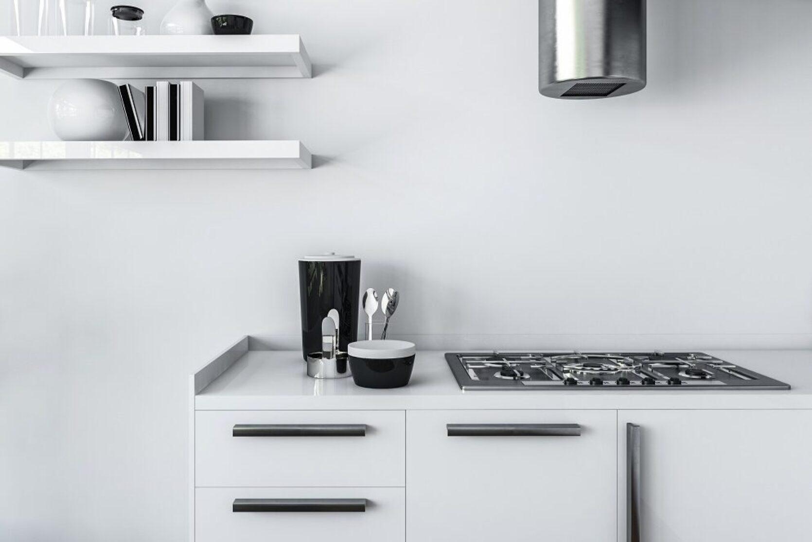 Hybel kjøkken med hvite fronter, hvite vegger og hvitevarer i krom farge