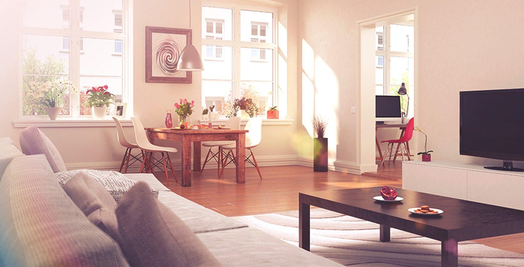 En stue med sofa, sofabord, tv og spisebord. Masse lys fra vinduer