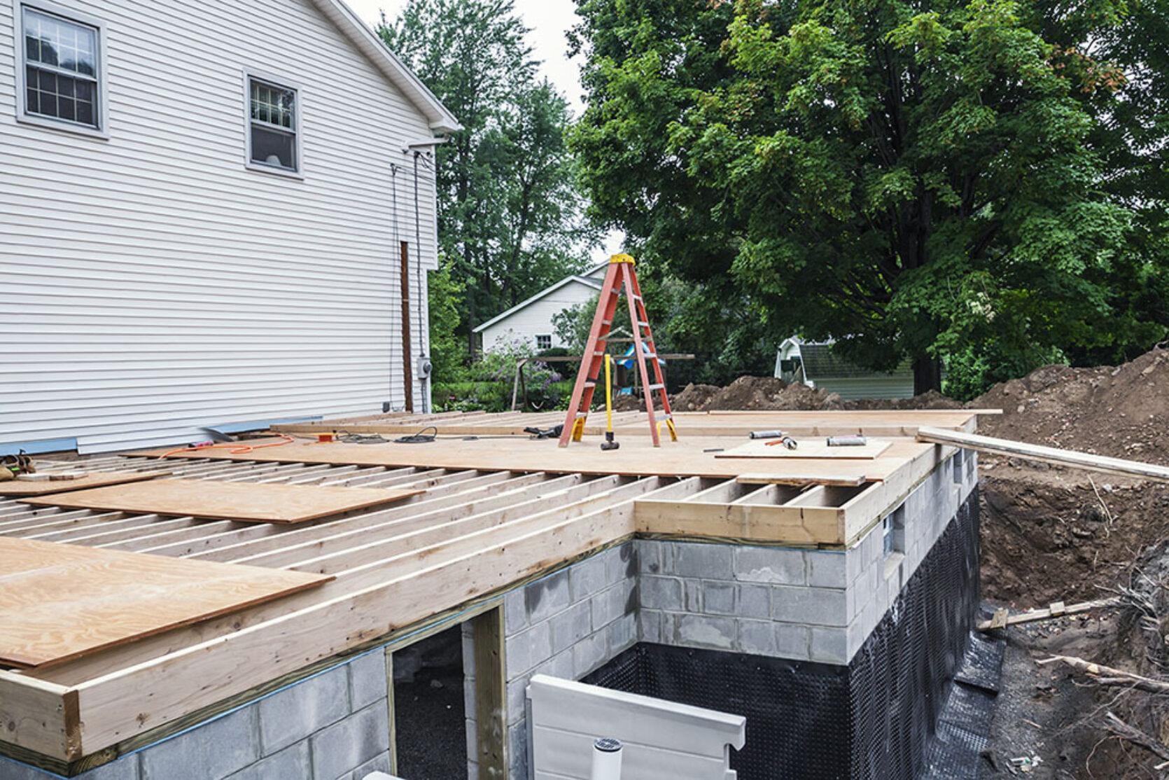 Byggeprosjekt på grunnmur og kjeller, drenering rundt boligen.