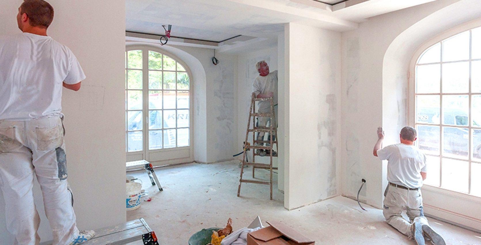 Profesjonelle malere pusser opp bolig