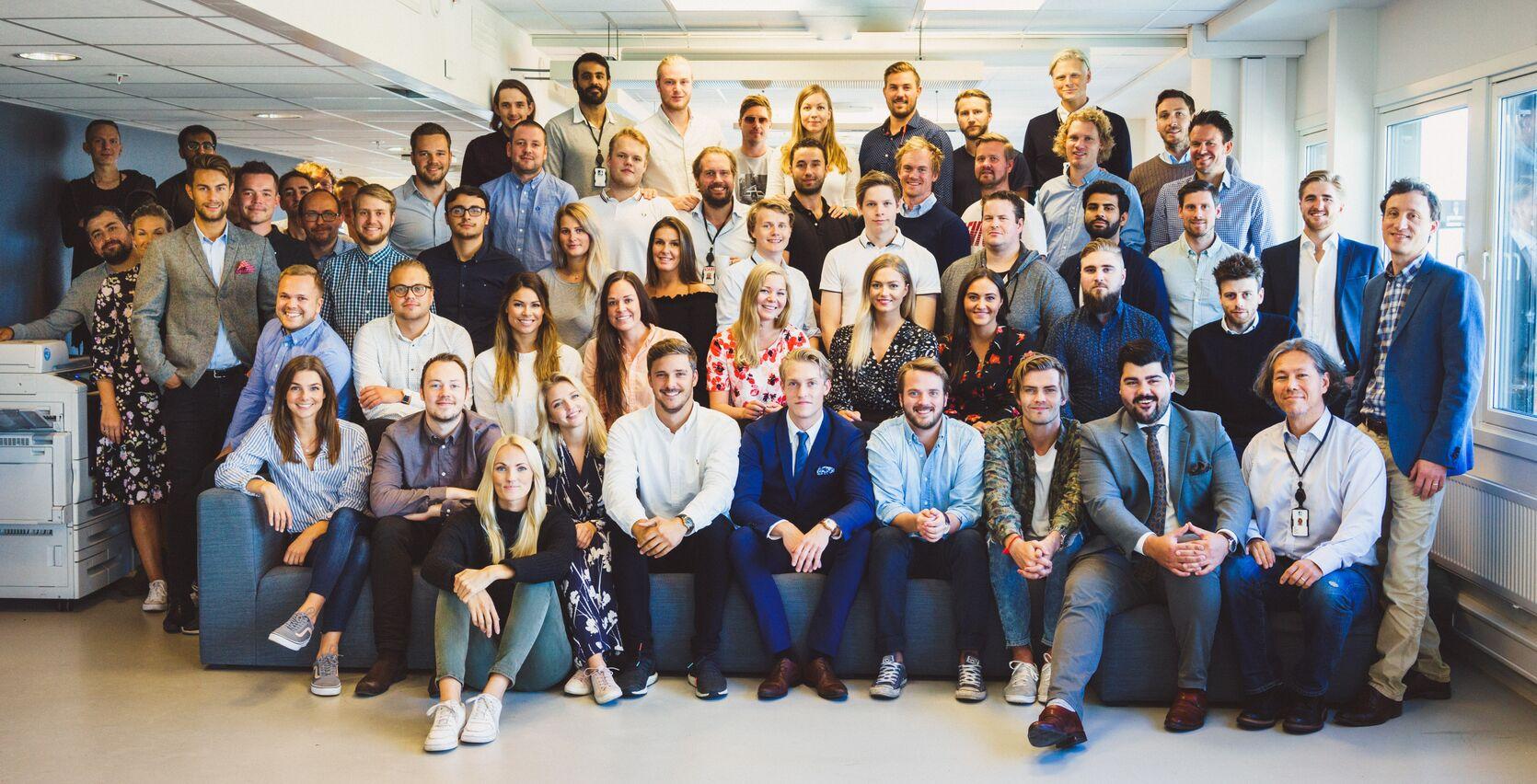Gruppebilde av de ansatte i Schibsted Norge SMB